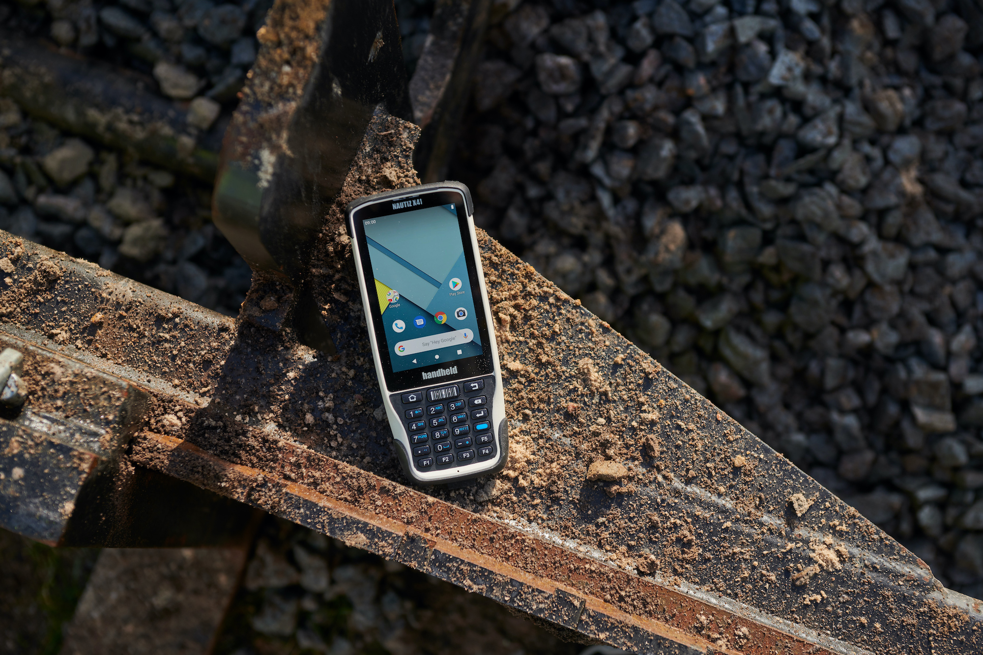 The Nautiz X41 rugged handheld comes with a full keypad and integrated scanner