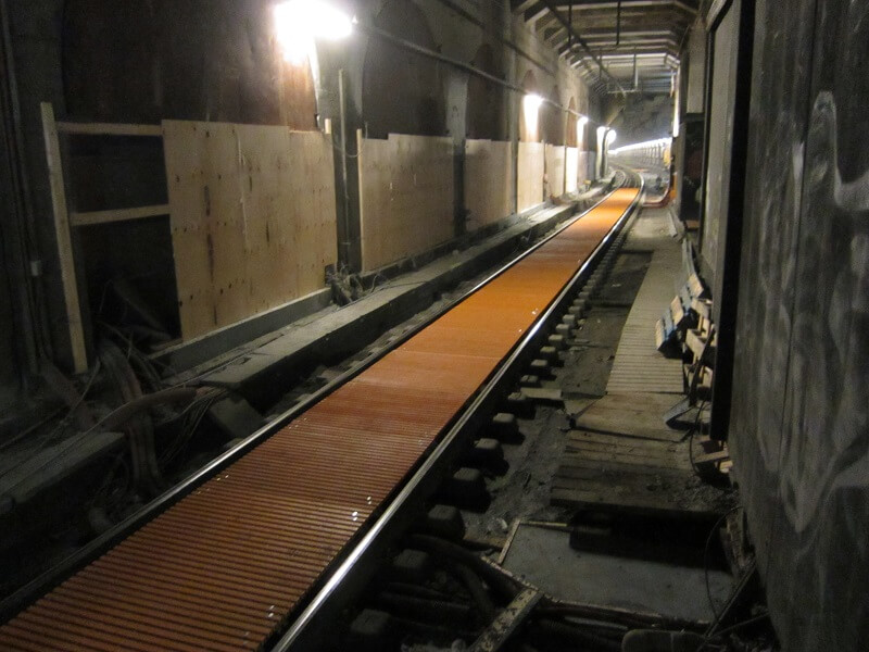 Phenolic Gratings for Nørreport Station are Nonconductive