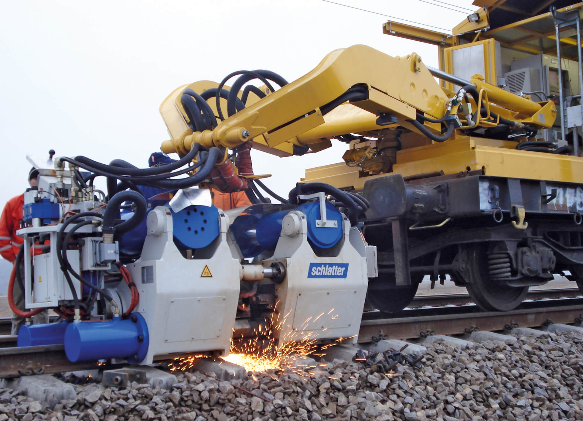 Mobile Flash Butt Welding Machines AMS100 for bigger rail profiles
