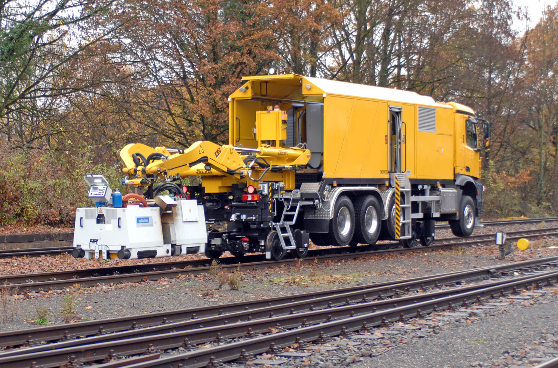 Truck based rail welding systems are self-propelled, they can work completely autonomously and they are very flexible for moving from one job site to the next