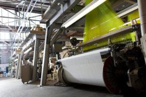 Flat-woven fabric looms