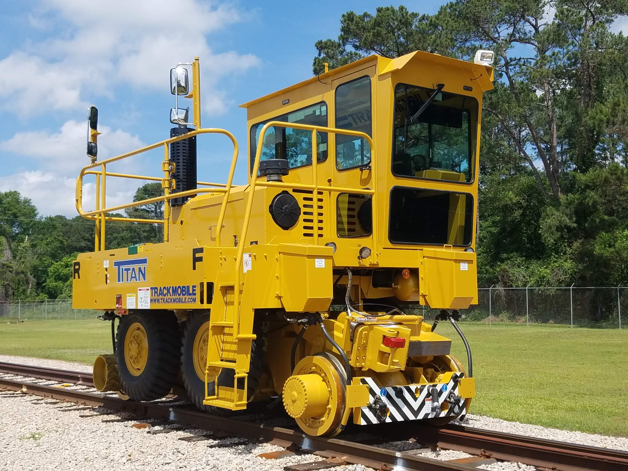 Titan – Trackmobile's highest capacity model