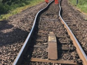 extreme rail temperatures cause track buckling
