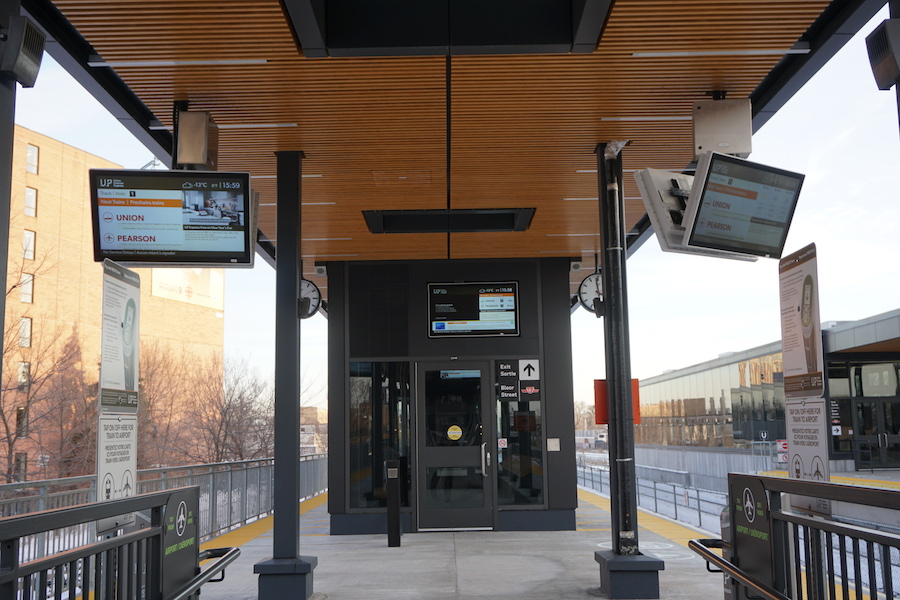 Transit Monitor – Bloor Station, UP Express – Toronto, Ontario