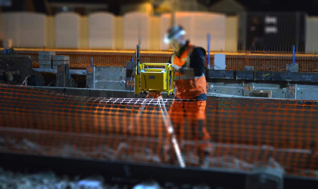 Zöllner automatic track warning system: First MFW worksite in Paris using reduced sound level and automatic train detection