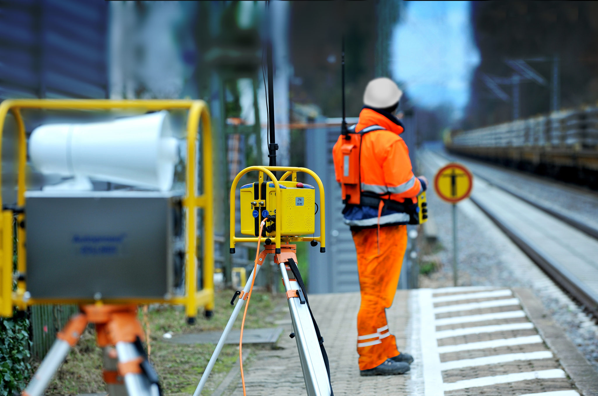 Zöllner automatic track warning system: Look-out with mobile ZFS and warning devices ZPW and WGH
