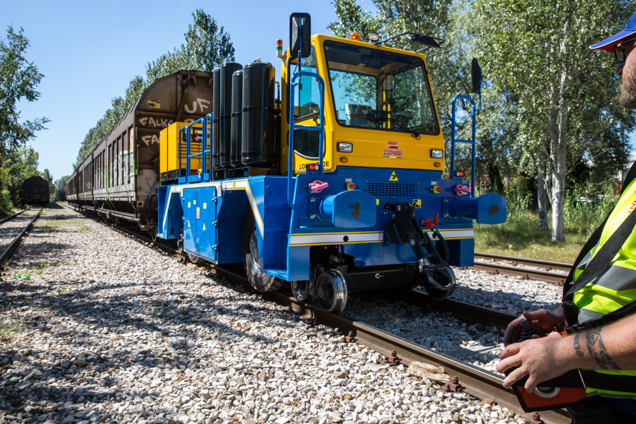 LINE LOK Electric Railcar Mover