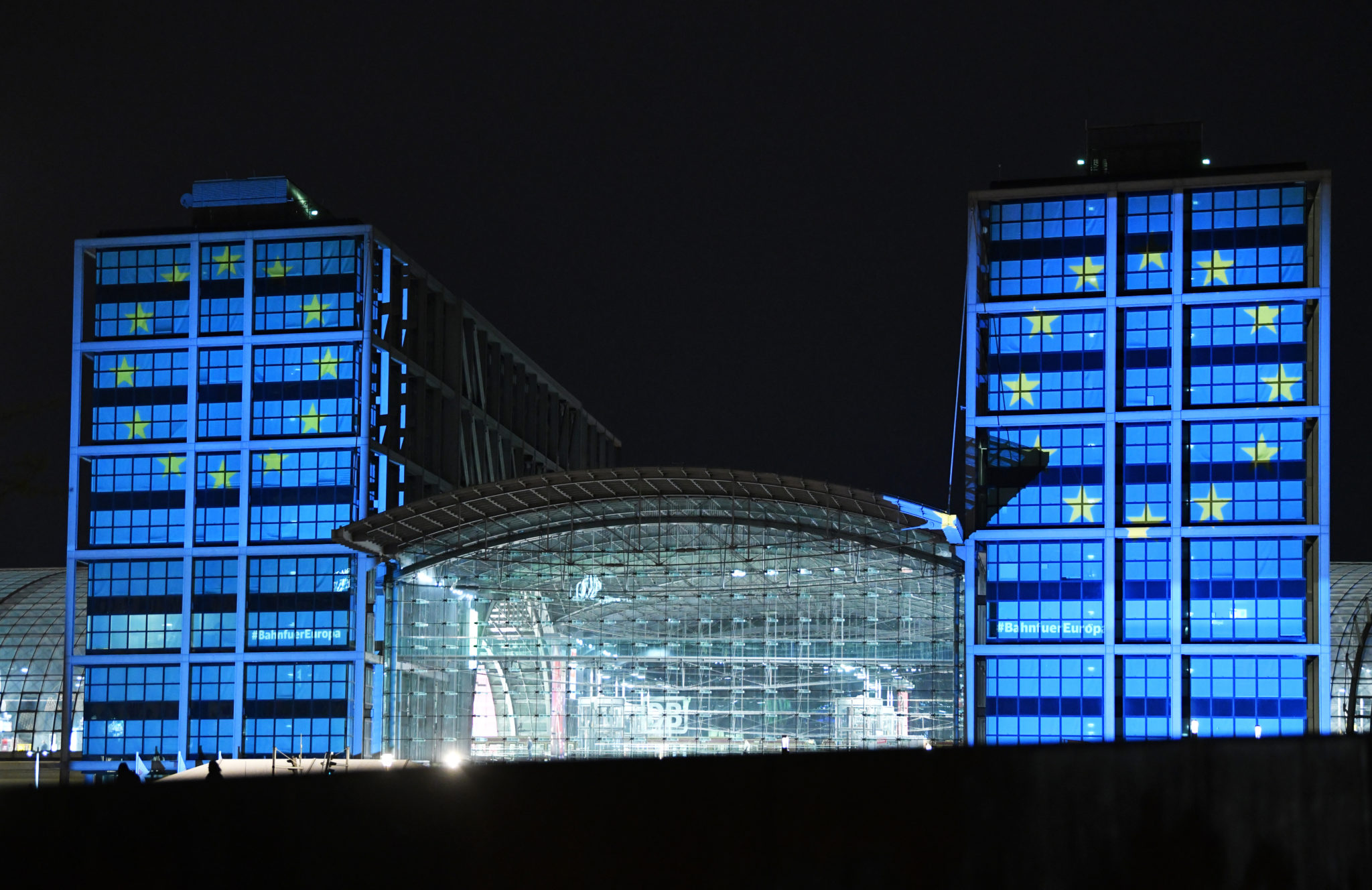 Deutsche Bahn celebrates Europe Day 2019 by illuminating Berlin Central Station in the EU flag