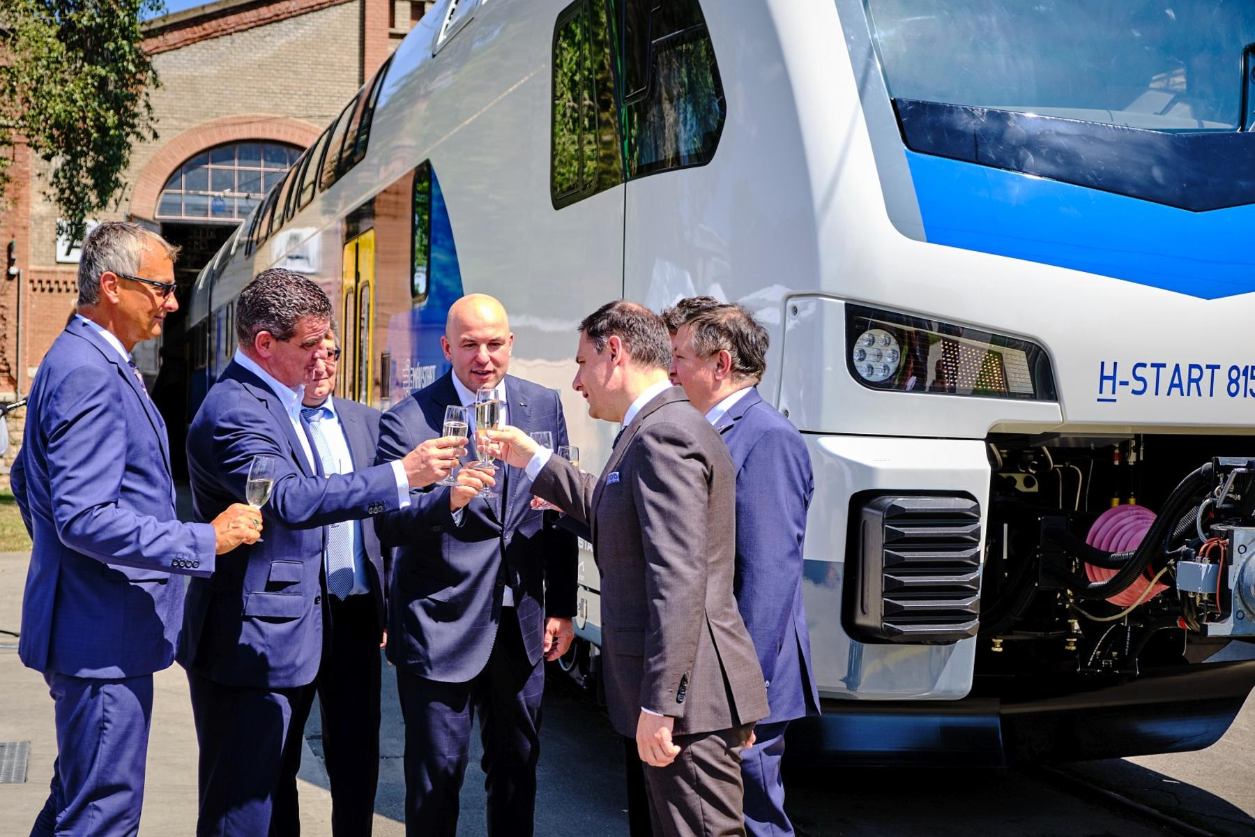 Stadler and MÁV employees toast the KISS roll out
