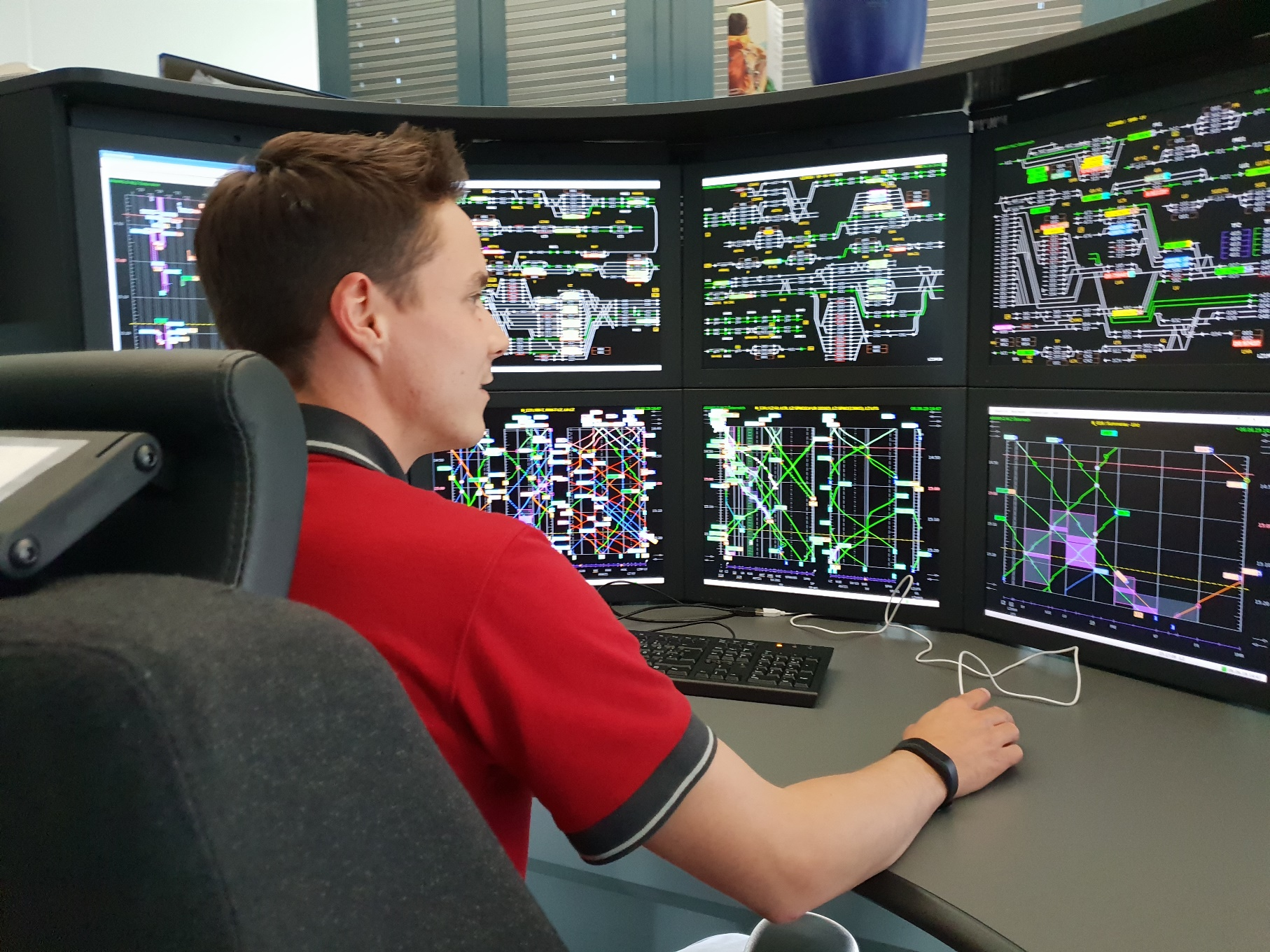 Traffic Controller in the Signalling and Control Centre Linz