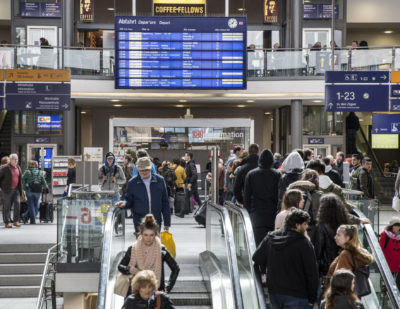 DB to Analyse Passenger Behaviour Using Big Data
