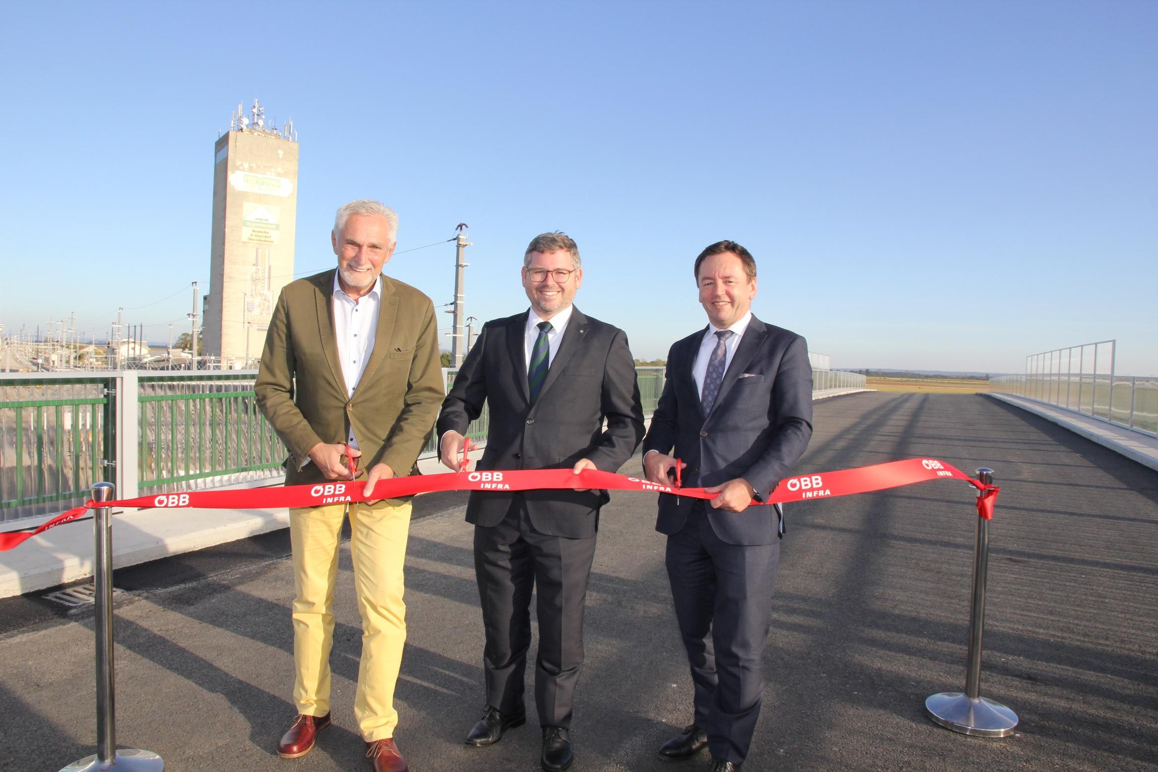 Vienna-Bratislava Upgrade Works: 1st Overpass Complete