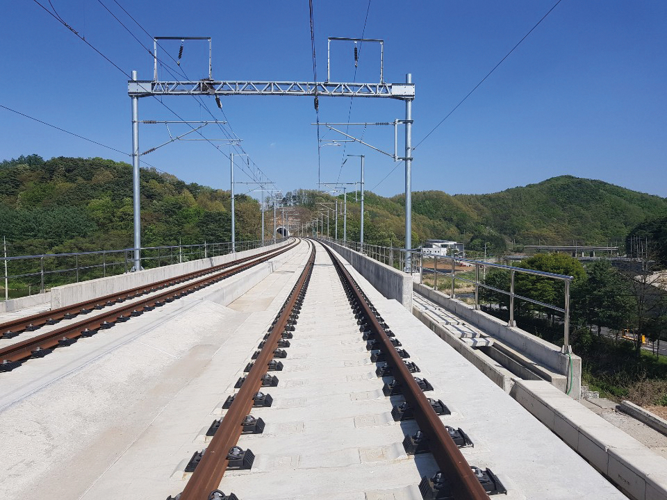 Rail pads and base plate pads in the Ulsan high-speed link, South Korea