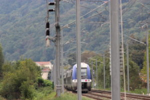 COELME-EGIC Bipolar VSV at catenary level on SNCF line with train