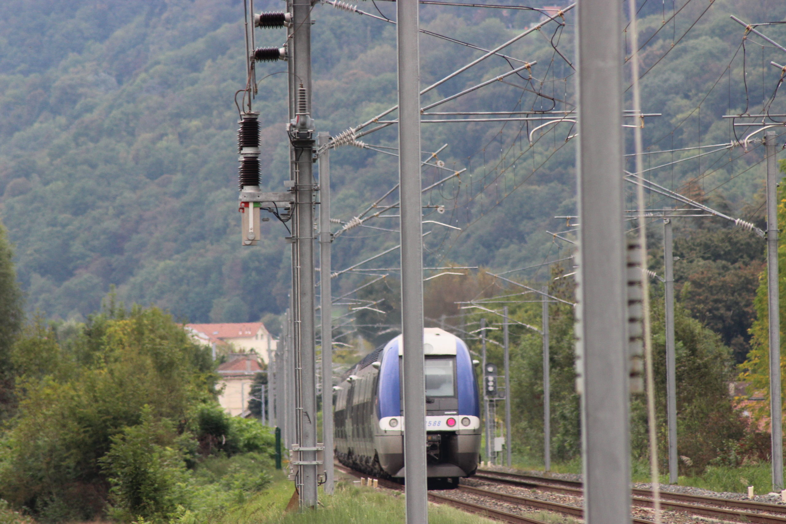 Bipolar VSV at catenary level on SNCF line with train