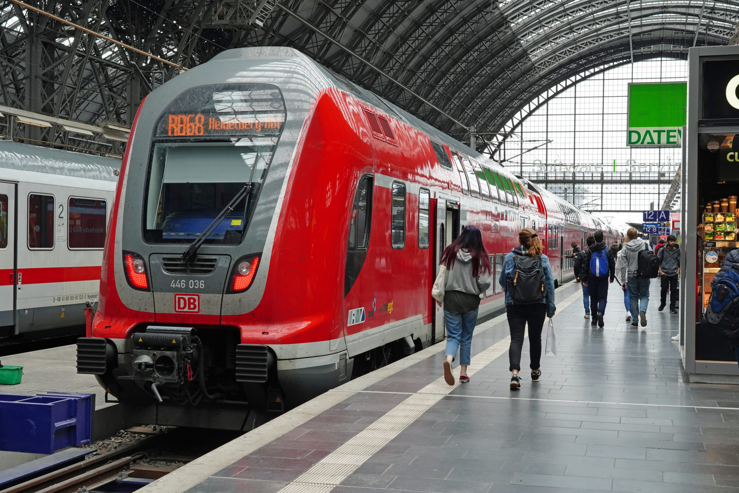DB Regio regional train (TWINDEXX) in Frankfurt