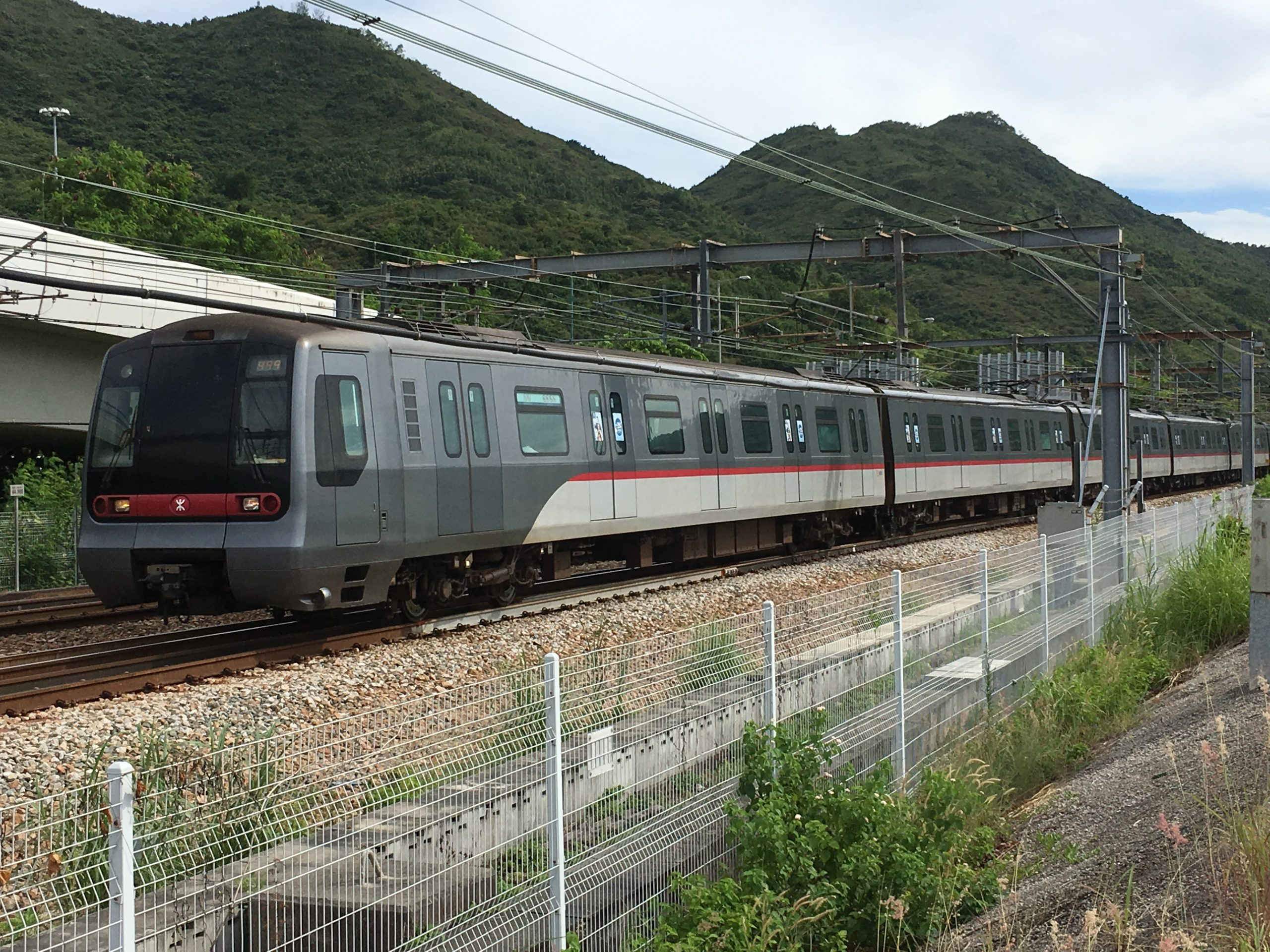 Train on the Tung Chung line