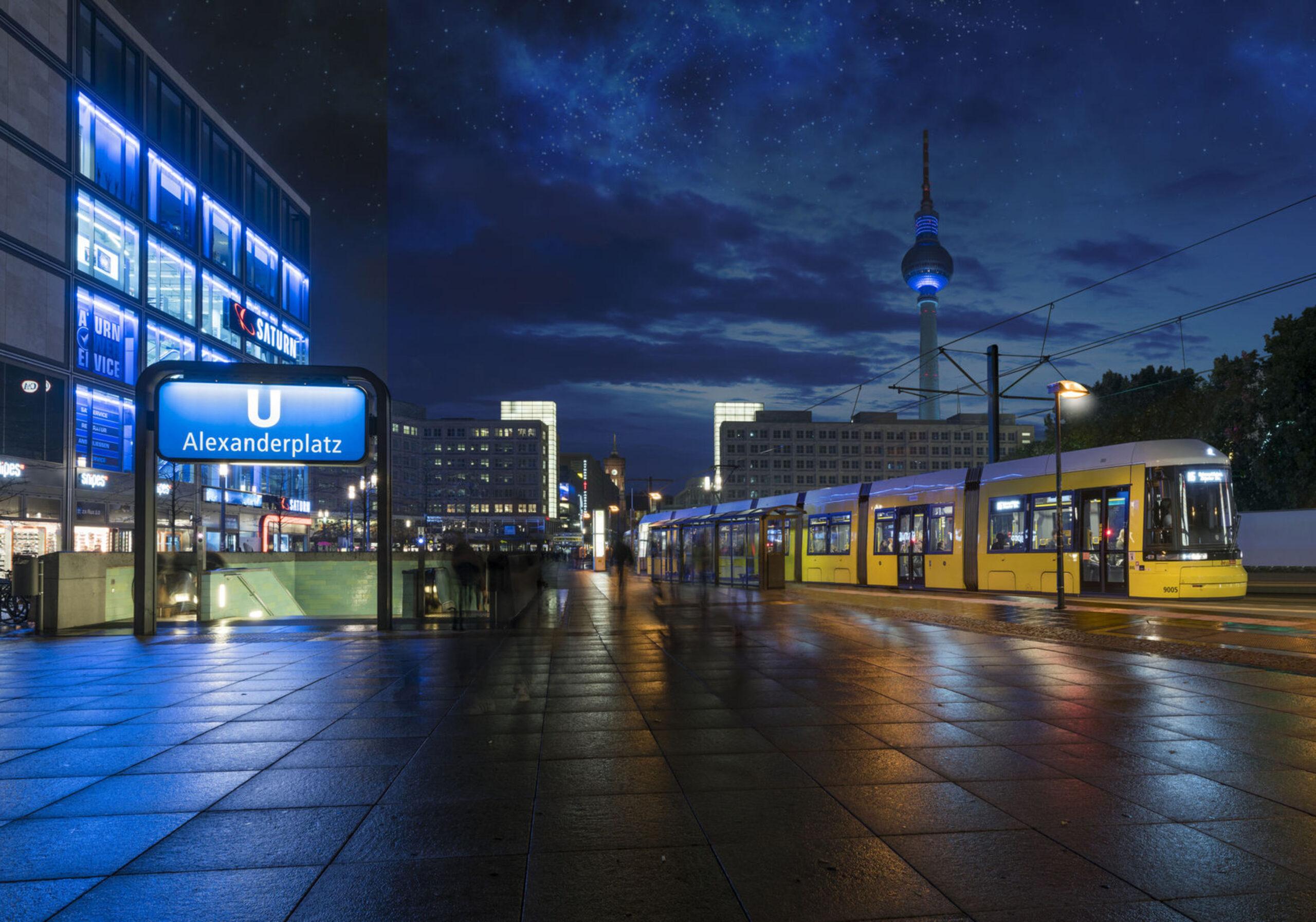 Bombardier Flexity tram, Berlin at night