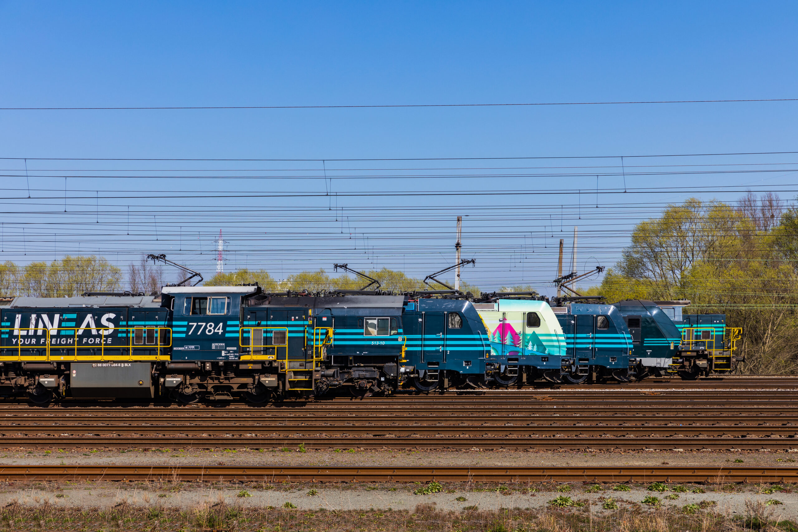 Lineas freight locomotives