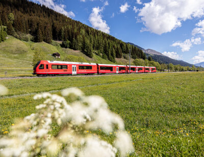 The Rhaetian Railway's New Capricorn Train Wins Design Award