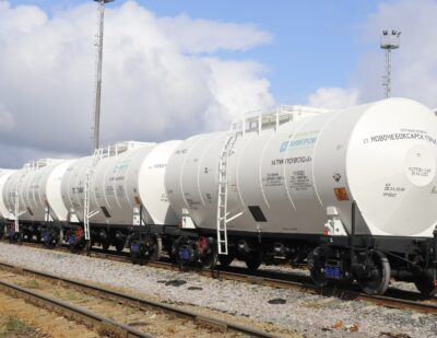 UWC Delivers 36 Tank Cars to Khimprom