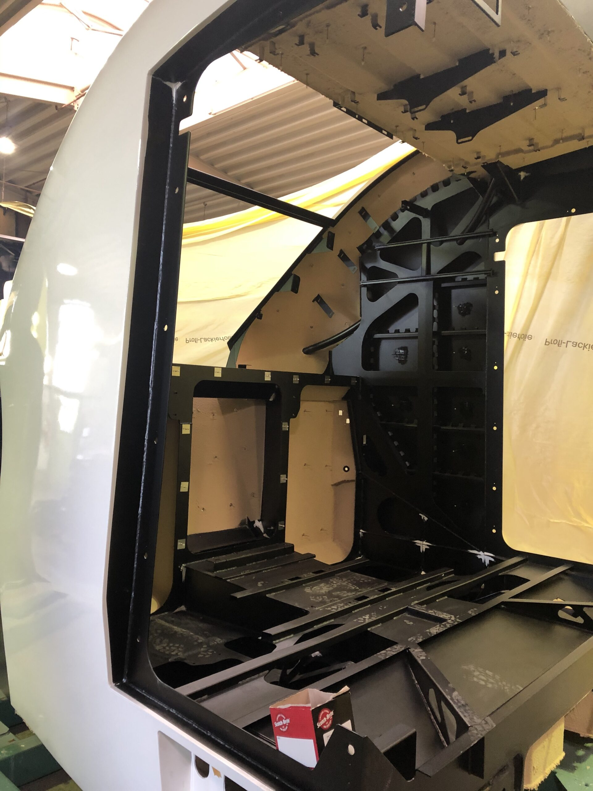 In order to prevent disturbing noise caused by structure-borne noise in the wagon, homogeneous layers are placed between the individual elements for internal damping.