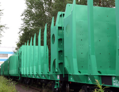 Russia: UWC Delivers Flat Car Order to Arkhbum