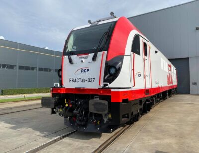Newag Hands Over First Dragon 2 to Rail Capital Partners