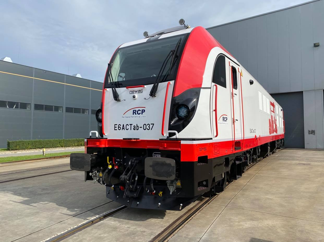 Dragon 2 locomotive for Rail Capital Partners