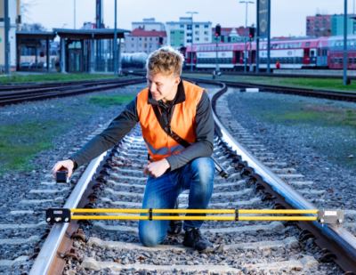 Portable Gauge for Fast and Accurate Measurement of Track Geometry