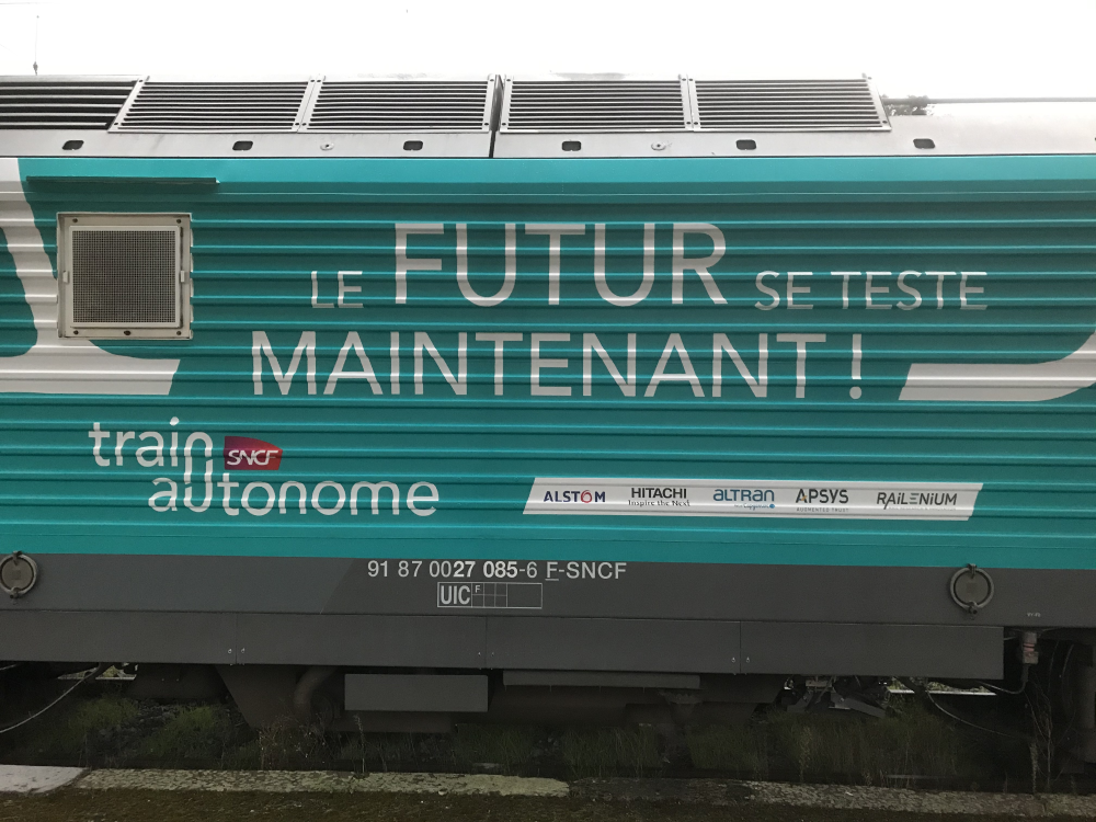 A train in semi-autonomous operation has run on the French national rail network for the first time