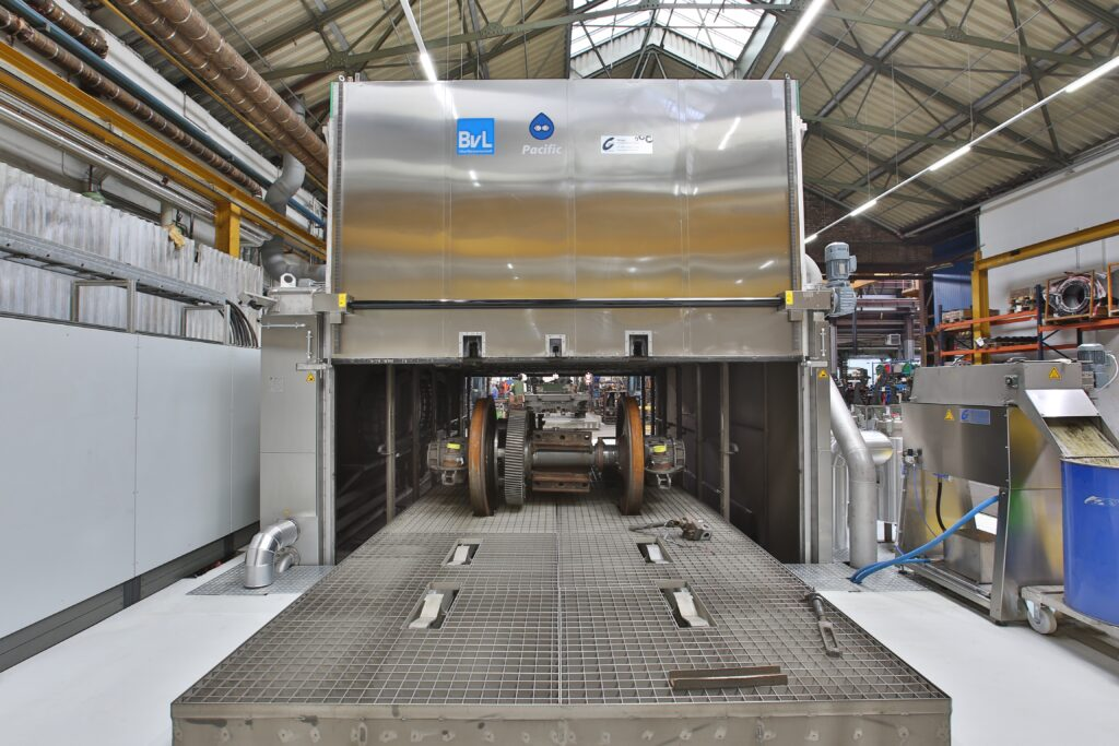 Large-parts cleaning system