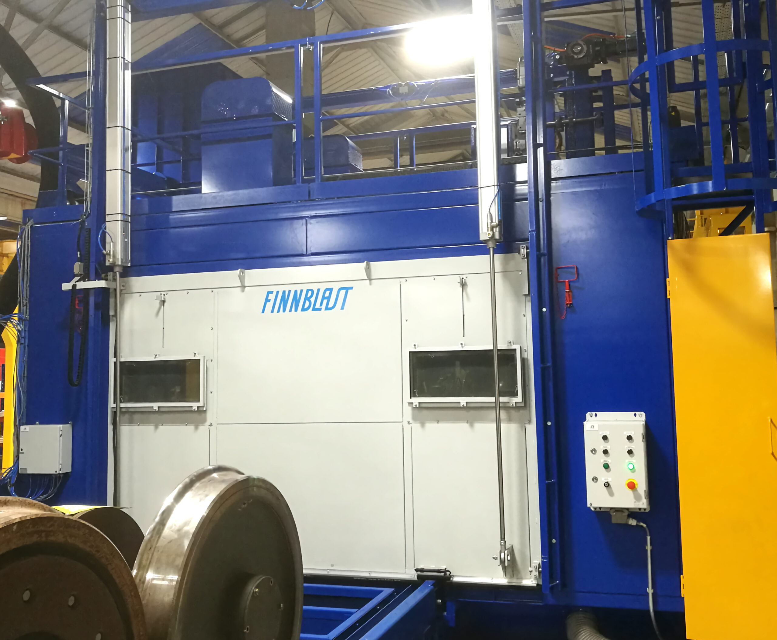 Automated blast cleaning of wheelsets with or without gear boxes