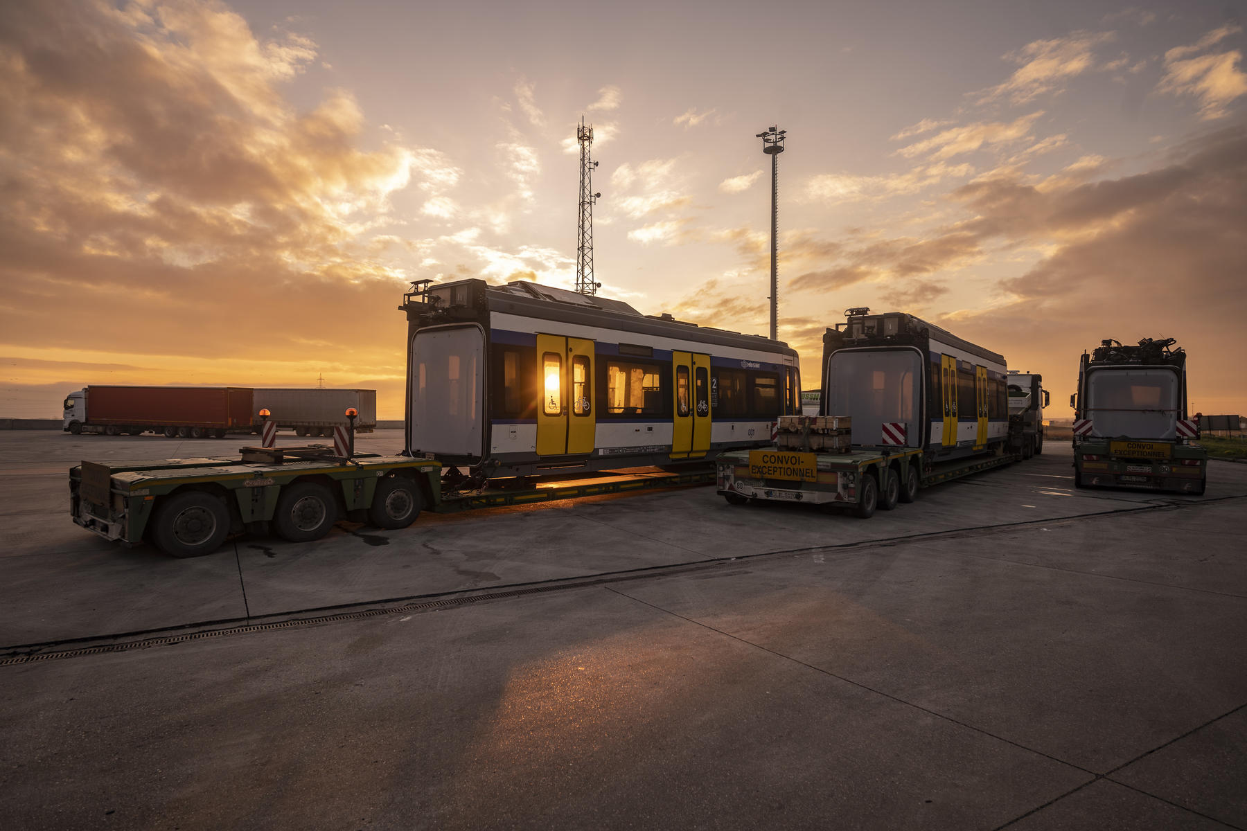 First Stadler Citylink tram-train arrives in Hungary