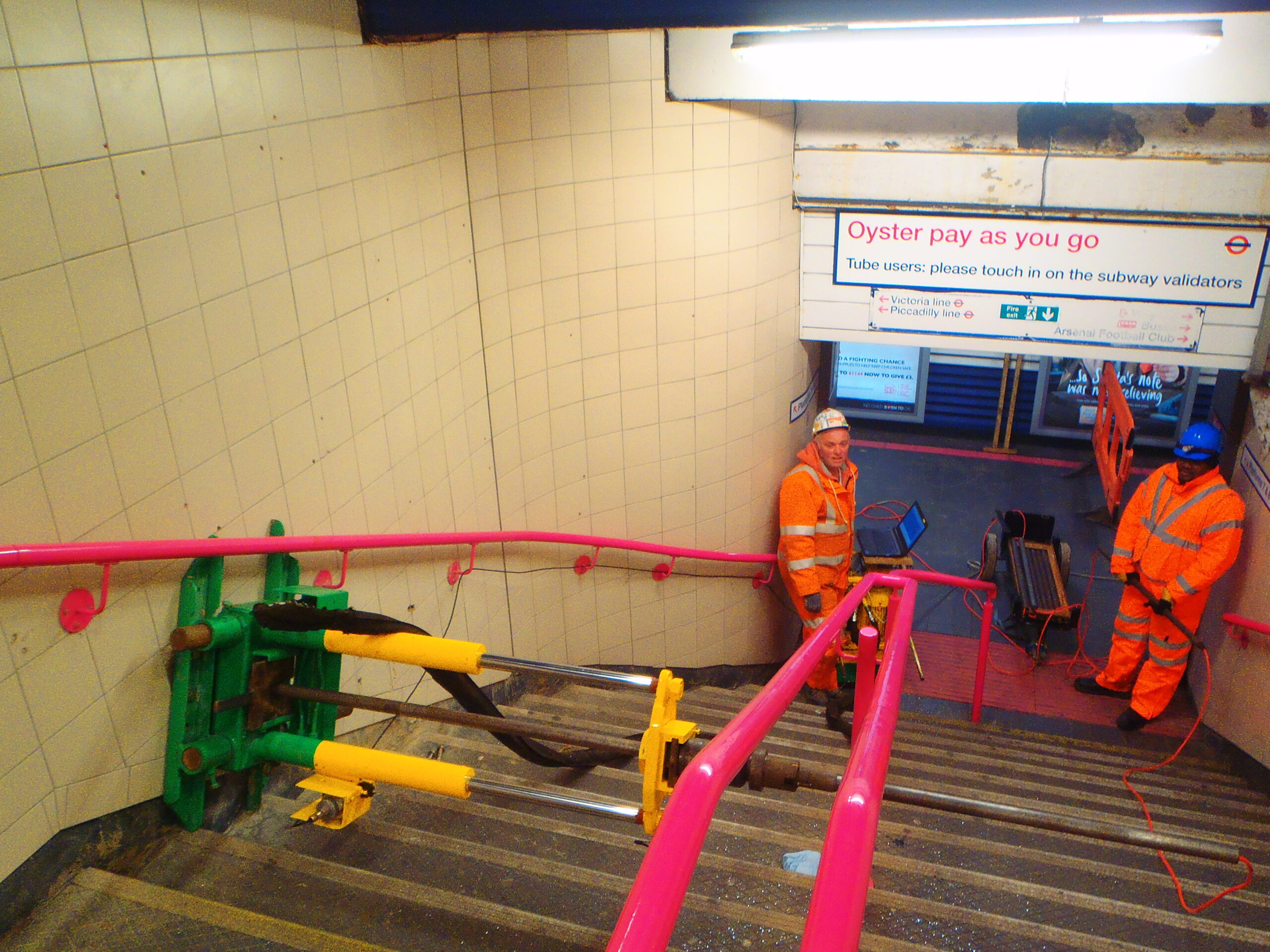 Horizontal CPTs using mobile rams at a London underground station