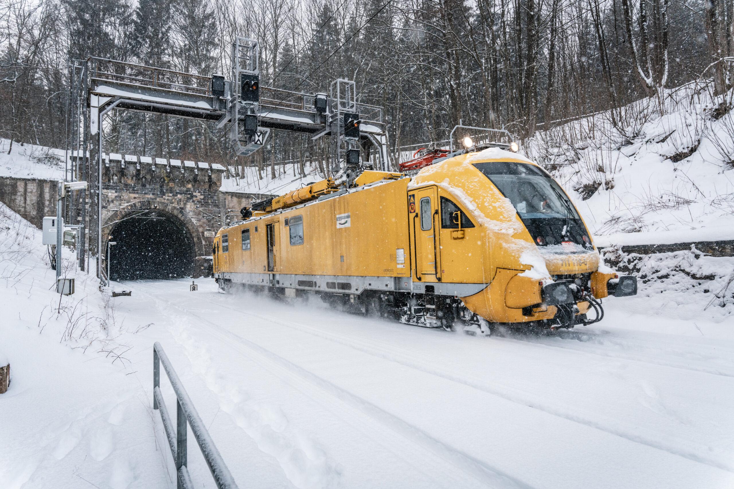 Overhead line equipment maintenance vehicle in North-Rhine Westphalia