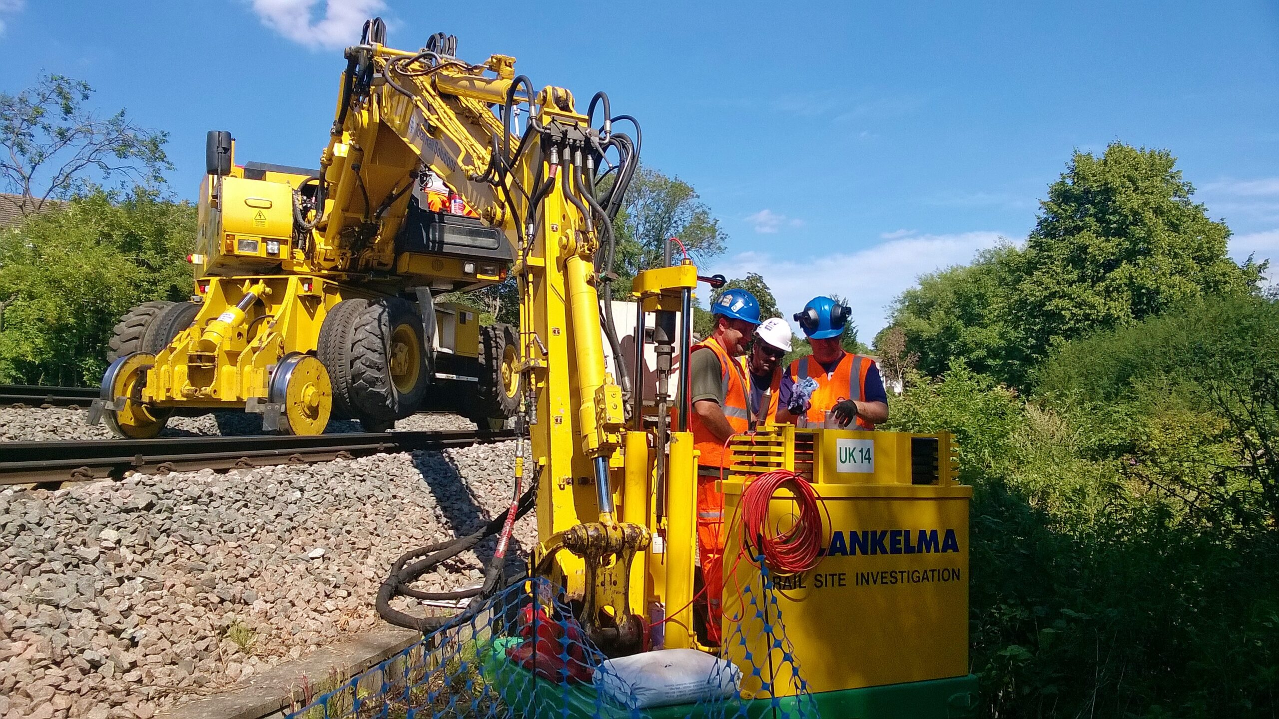 UK14 - excavator mounted rail unit