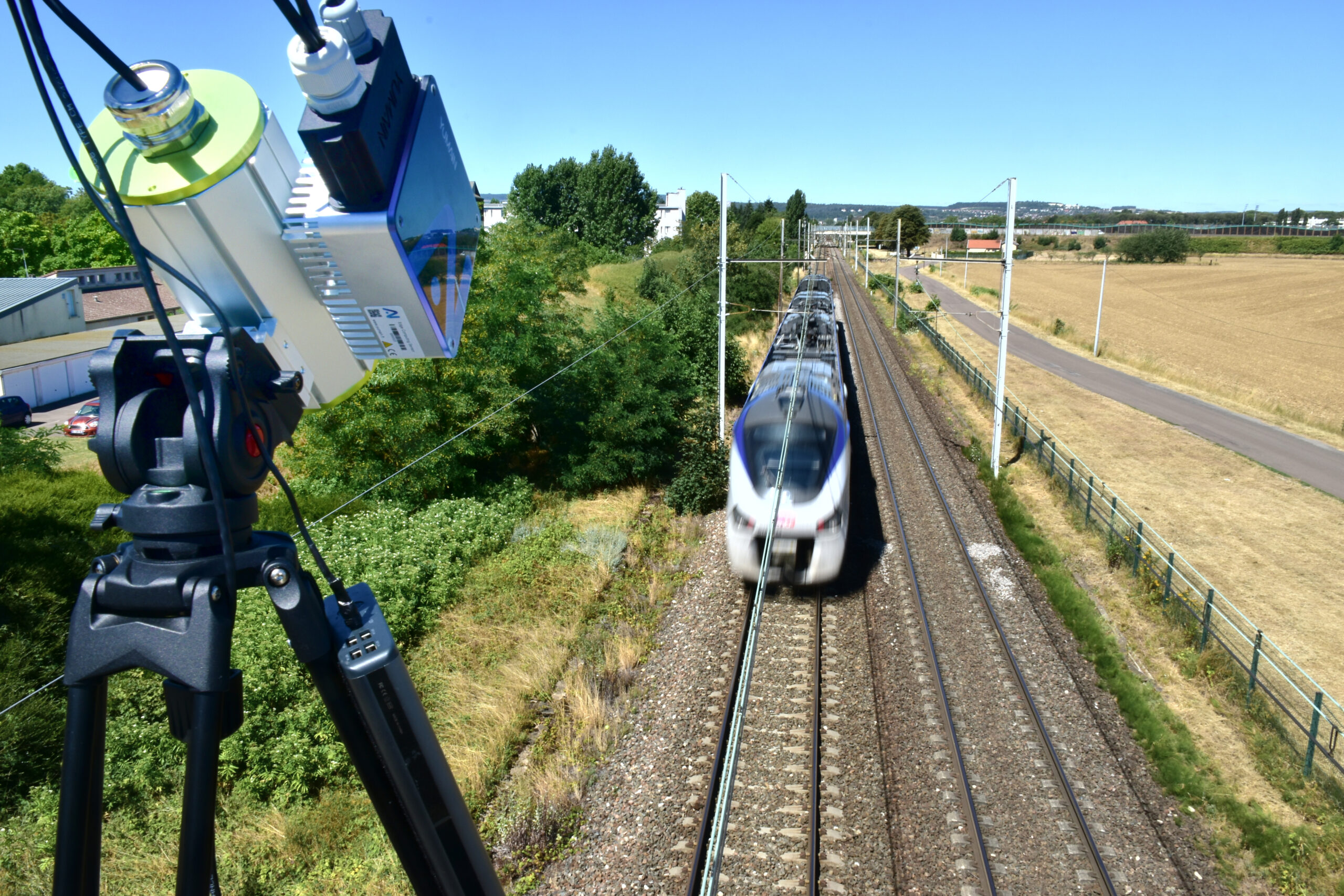 While the train is passing at up to 160 km/h, the Edge Computing Sensor detects and analyses the state of the train's pantographs in less than 5 minutes.