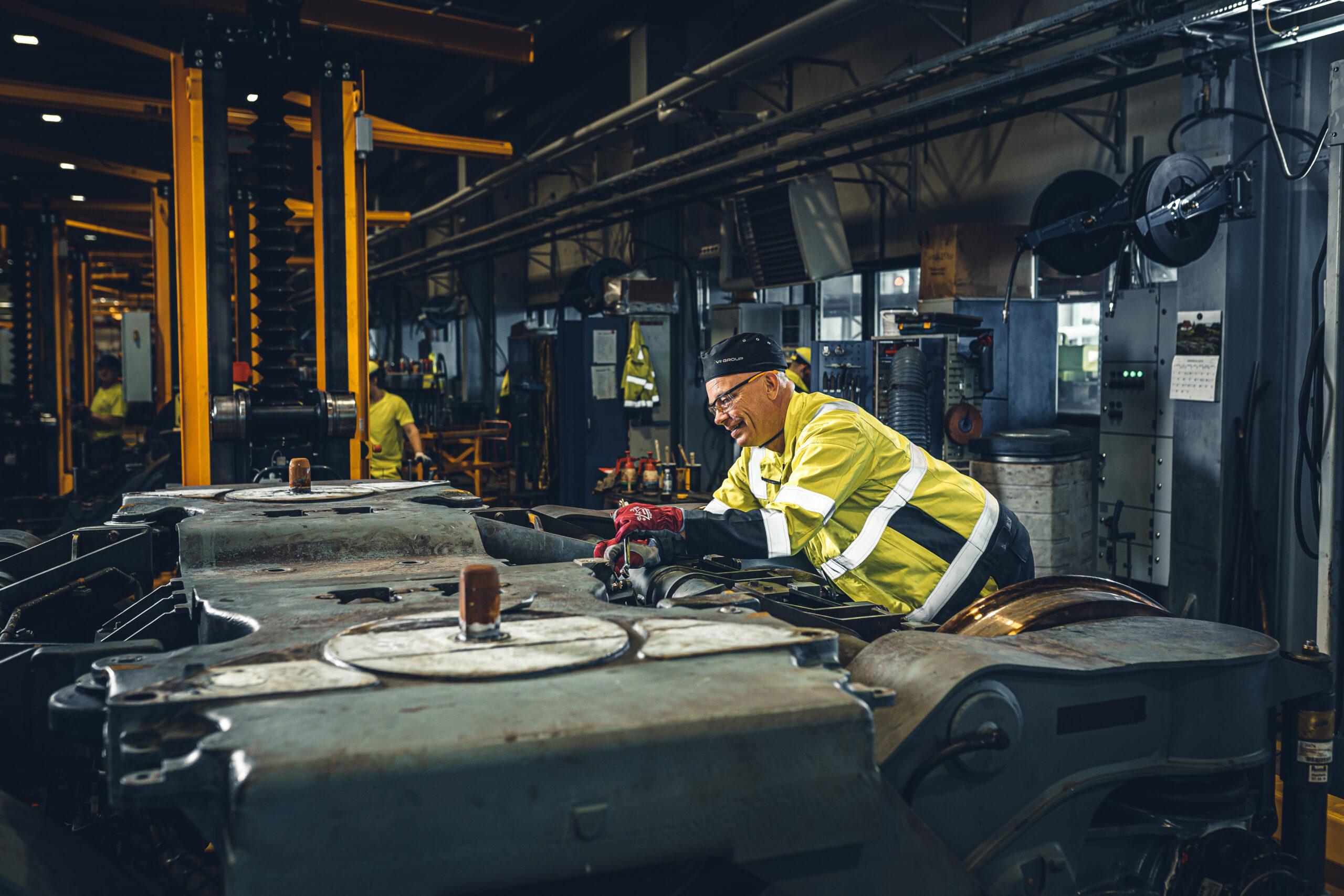 Mechanics work on the bogie line