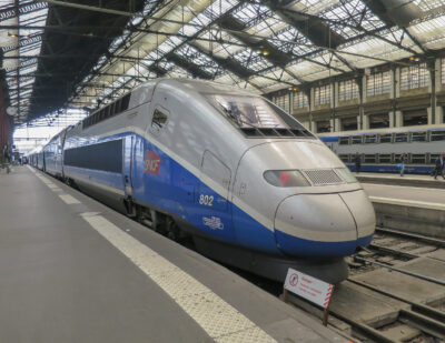France Bans Domestic Flights on Routes Trains Can Reach in under 2.5 Hours