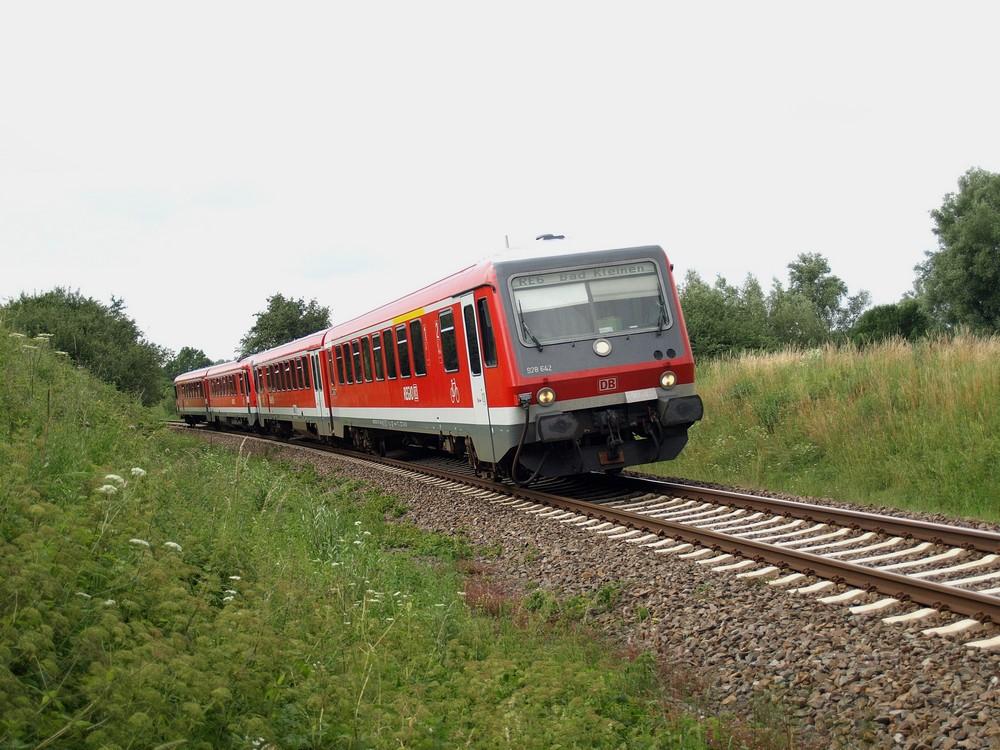 Class 628 on the Lübeck-Bad Kleinen railway line near Bobitz germany.jpeg