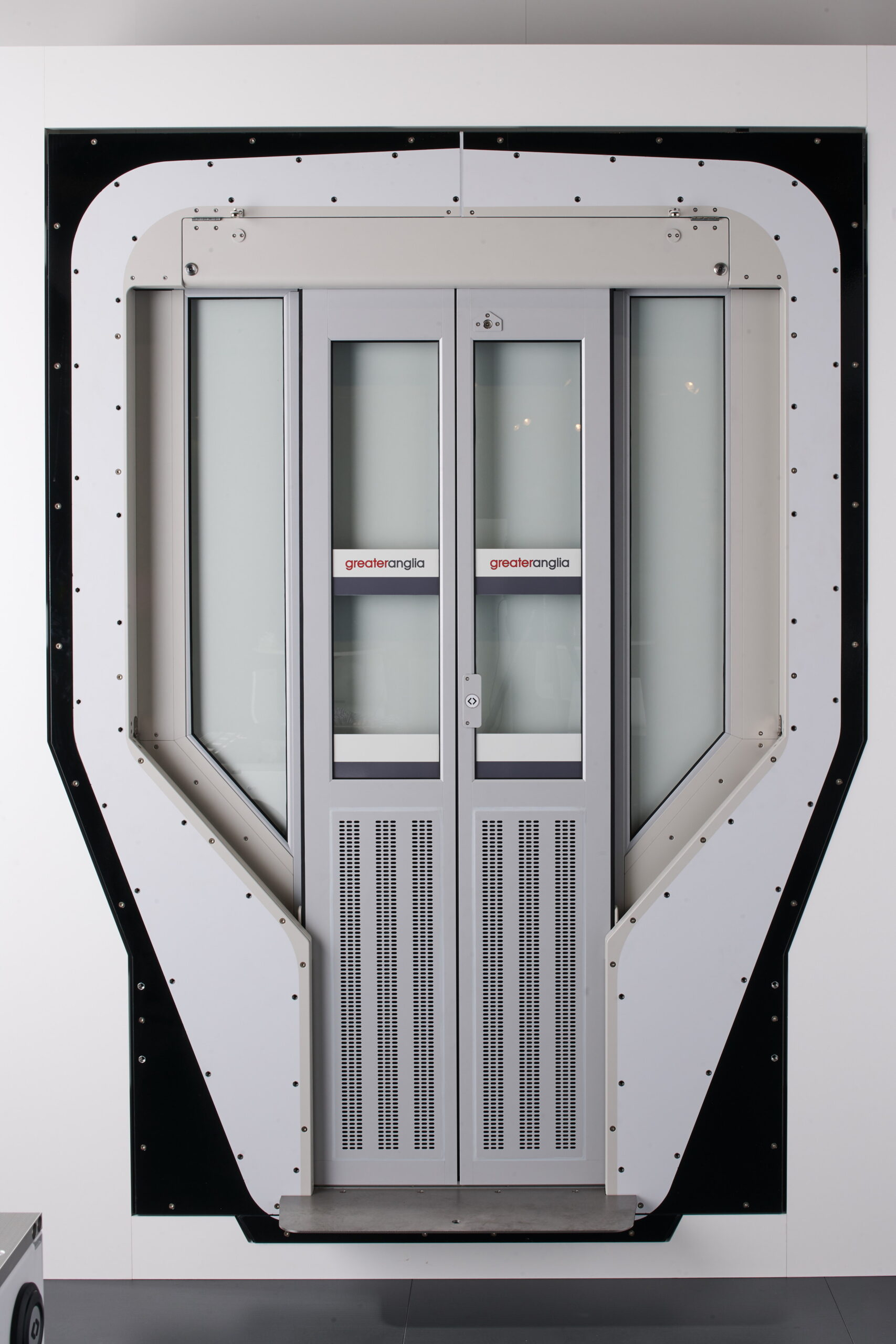 Integrated Partition Door System in a Cassette Application