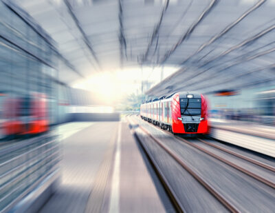 EYYES Train Safe at Stations shutterstock_701466892