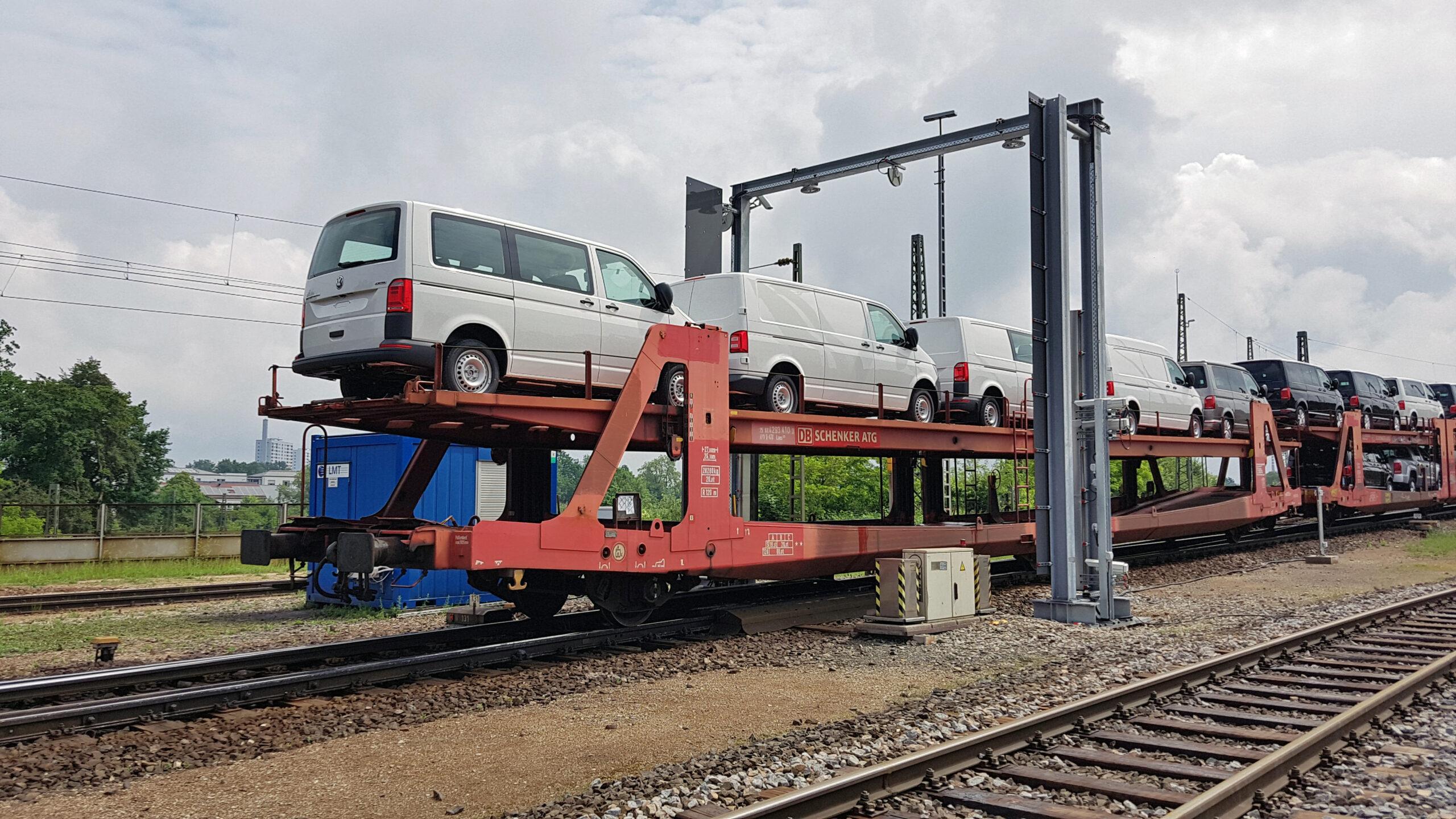 Intelligent camera bridge inspects freight cars