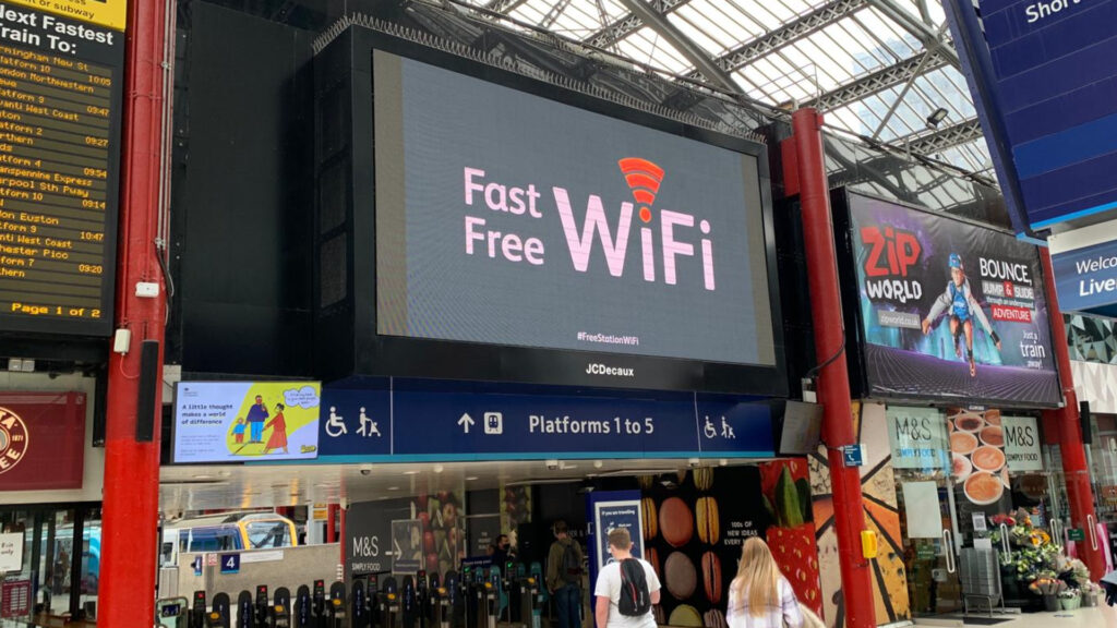 Liverpool Lime Street concourse wifi signage